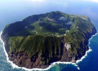 However in Aogashima one can feel great nature that you cannot experience in big cities.