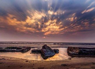This Hide and Seek of the sea comes to play with you twice a day. However, the locals are fully aware of the time of the high and low tides. via- www.indiatoday.in