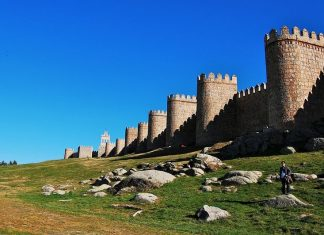 The Walls of Avila is an impressive 2.5 kilometers barrier of stone and granite that surrounds the city's almost rectangular layout.