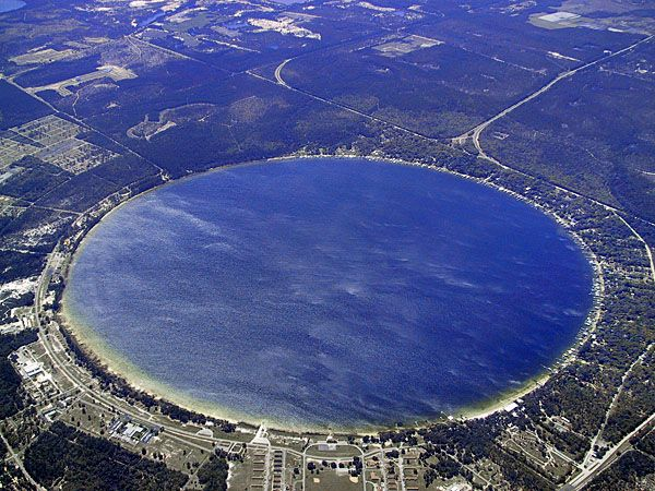 This beautiful lake is popular for its clear waters and recreational sports like water skiing and fishing.