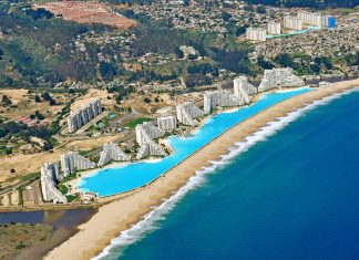 world's largest swimming pool attracts large crowds to pay a visit to the San Alfonso del Mar resort at Algarrobo, on Chile's southern coast.