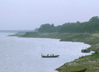 Keti Bunder is situated at the mouth of the River Indus recognized as Ochito, which is entering through Hajamro creek consisting of an area of 9,130 hectares.