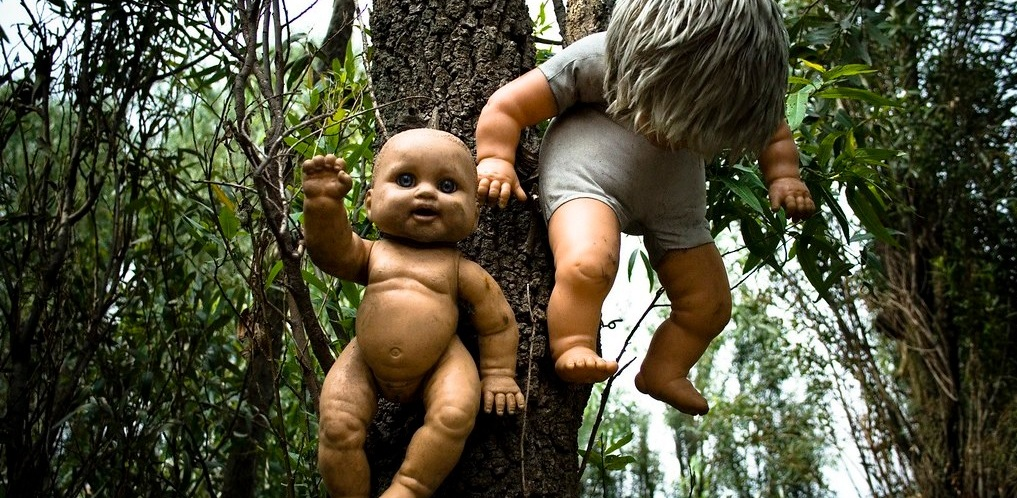 Over half a century, he collected more than 1,500 of these little horrors. All the dolls are still there untouched.