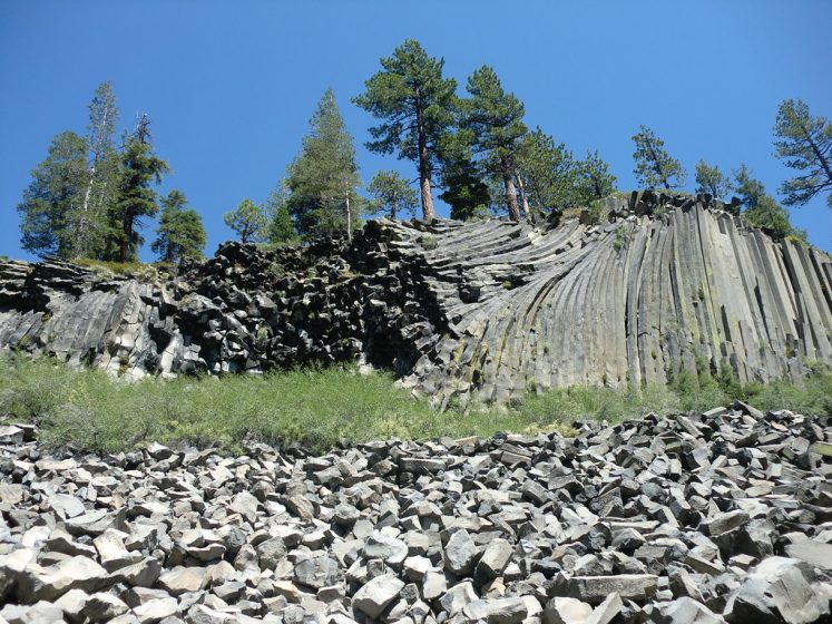 the basaltic columns are not unique, but indeed are impressive. Basalt columns are a common volcanic feature and occur on several scales.